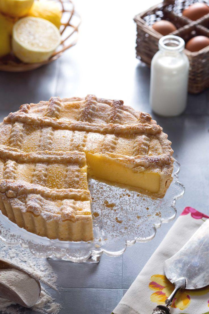 Una croccante pasta frolla che fa da guscio a una deliziosa crema profumata al limone. Golosissima! #Giallozafferano #ricetta #recipe #limone #tart #crostata