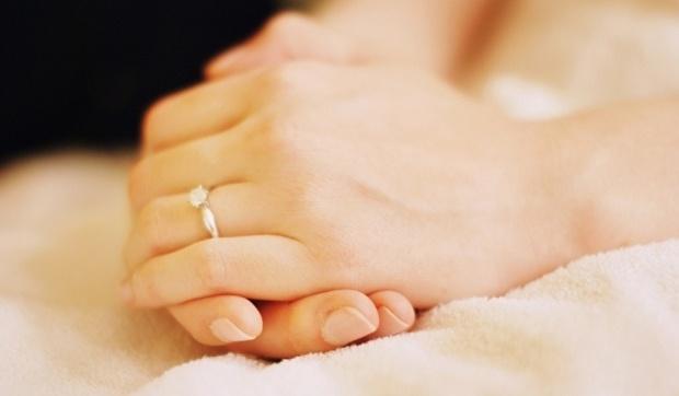 Soepel, fluweelzachte handen en perfecte nagels zijn een must als je je gasten begroet, je prachtige trouwring laat zien en poseert voor de foto's. # Manicure # laat je ring zien