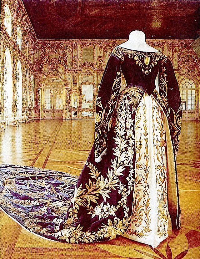 Gran Duchess Xenia Alexandrovna's court robe