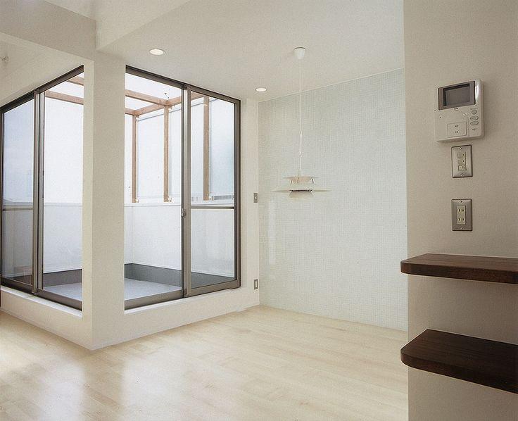 採光取りと洗濯物干しスペースを兼ねた、実用性とデザイン性の両方あるバルコニー