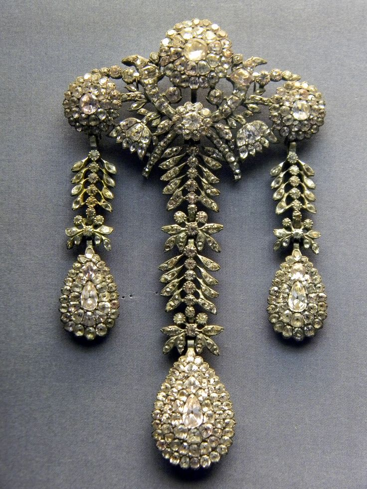 18th century portuguese devant de corsage, National Museum of Ancient Art, Lisbon | Portugal