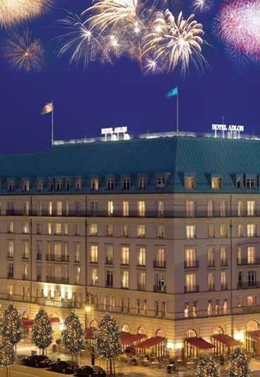Silvesterball im Hotel Adlon - Silvester Berlin,Silvester 2009/2010 - In historischer Lage und einer einmaligen Sicht auf das festlich erstrahlende Brandenburger Tor tanzt das Hotel Adlon, eines der geschichtsträchtigsten Hotels Deutschlands, mit seinen Gästen festlich in ein neues Jahr...
