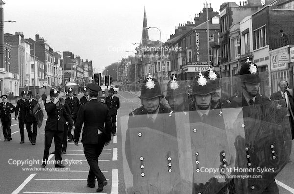 ANTI NAZI LEAGUE RIOTS AGAINST NATIONAL FRONT MARCH THROUGH CITY CENTRE LEICESTER UK 1970s