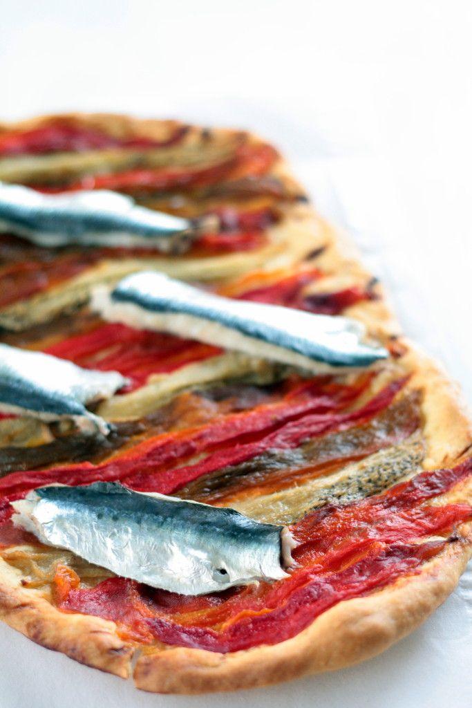 coca de recapte de pimientos y sardinas - cocinaparaemancipados.com