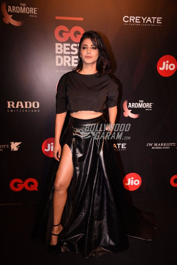 Well if you want to look ravenously sexy, take some cues from Shruti Hassan ni this super sexy black two piece at the GQ Best Dressed Awards, 2017