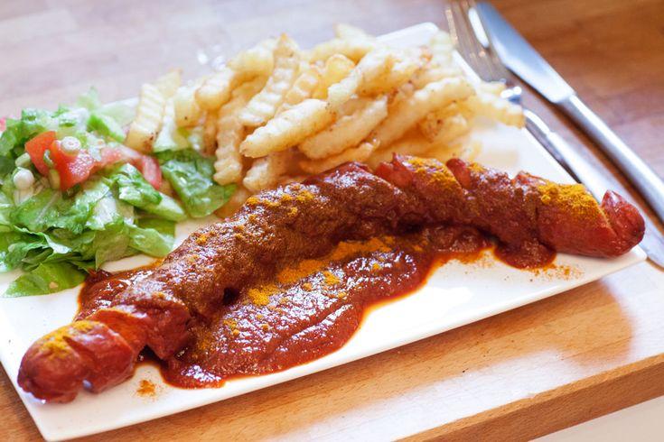 Currywurst mit Pommes und Salat und selbstgemachter Currysauce #kochen #frittieren #rezept #curry