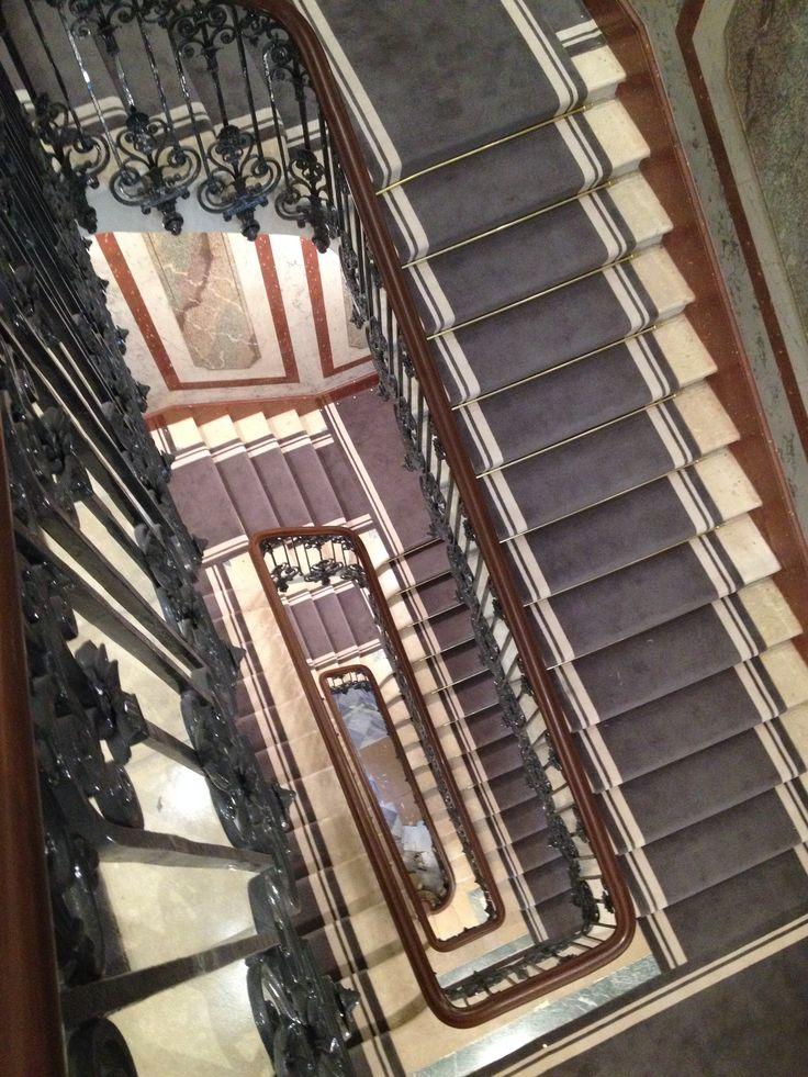 Tapis d'escalier - pose traditionnelle tendue