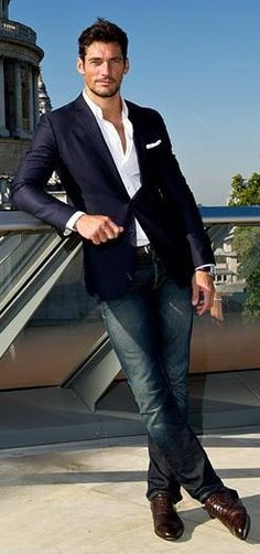 fitted navy blazer. white oxford. jeans. black belt. black shoes. comfortable. sophisticated. style.