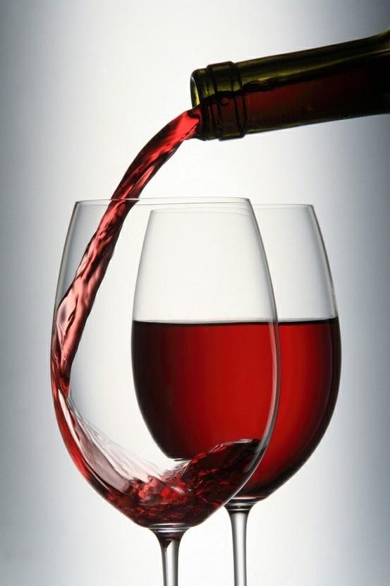 Il vino è uno dei maggiori segni di civiltà nel mondo. (E. Hemingway)