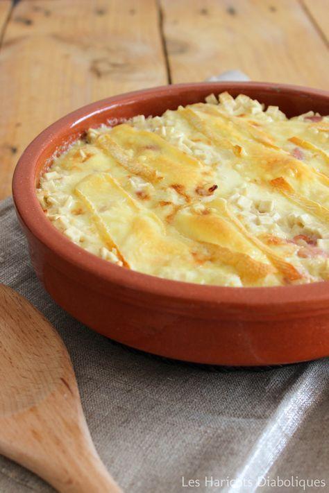 Croziflette : - 250g de crozets – 200g de lardons fumés – 1 petit oignon – 20cl de crème fraîche légère (ou entière) – 250g de reblochon