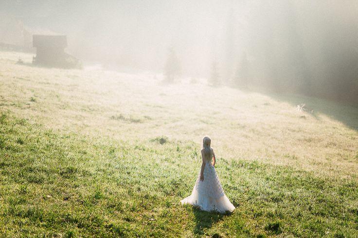 Flavia & Bogdan_style shooting_land of white deer (35)