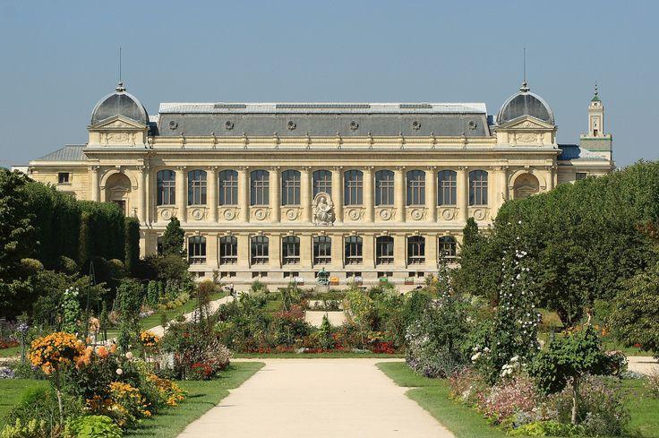 Museum National d'Histoire Naturelle, Grande Galerie de l'évolution, Jardin des Plantes, Paris.