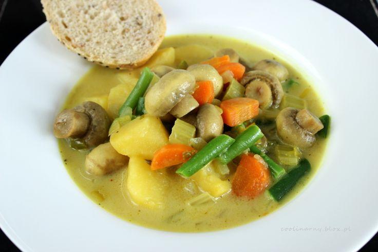 Jednogarnkowe: Wegetariańskie curry z pieczarkami i ziemniakami