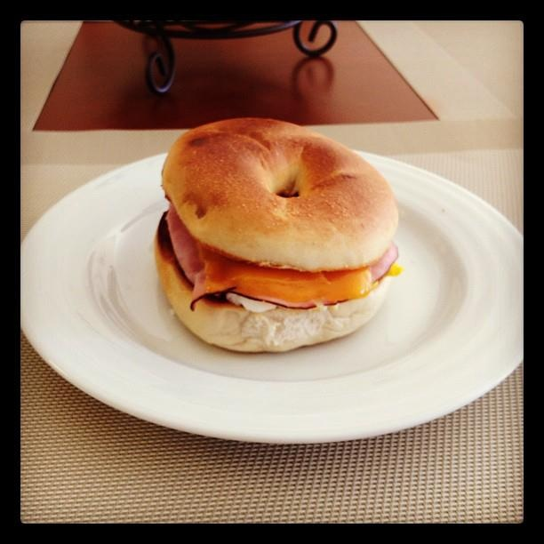 Hobbs' classic breakfast sang-witch: fried egg, honey baked ham, and sharp cheddar on a perfectly toasted bagel.