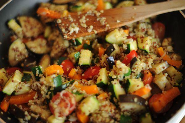 Makkelijk recept: ei met groenten en quinoa