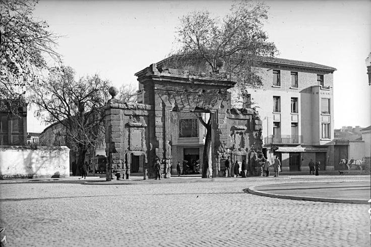 Zaragoza. La Puerta del Carmen, a principios del siglo XX