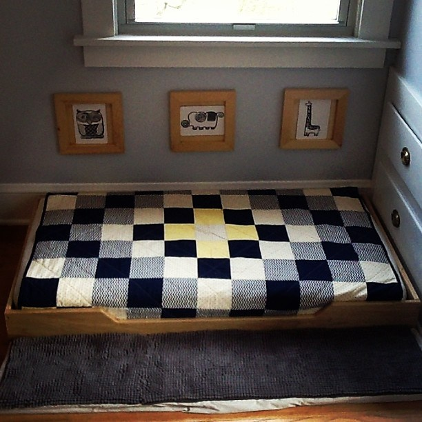 261 best montessori floor bed images on pinterest child room girls bedroom and for kids. Black Bedroom Furniture Sets. Home Design Ideas
