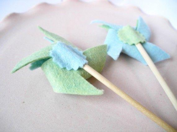 RESERVED-12 Felt Pinwheel Cupcake Toppers di KnockKnocking su Etsy