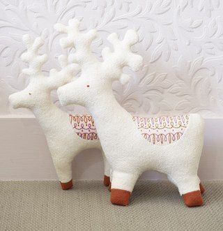 Pattern deer - soft toys to sew their own hands. Such toy can decorate a Christmas tree.
