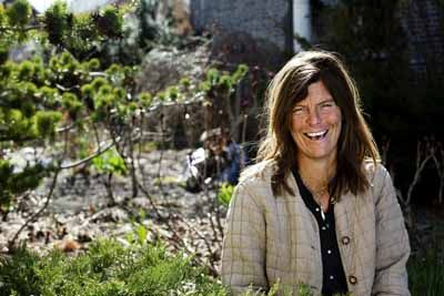 Nance Klehm-  A steward of the earth. She is an ecological systems designer, landscaper, horticultural consultant, and permacultural grower. She teaches urban forestry & the living kitchen in Chicago. I wanna do this so much!    http://spontaneousvegetation.net/