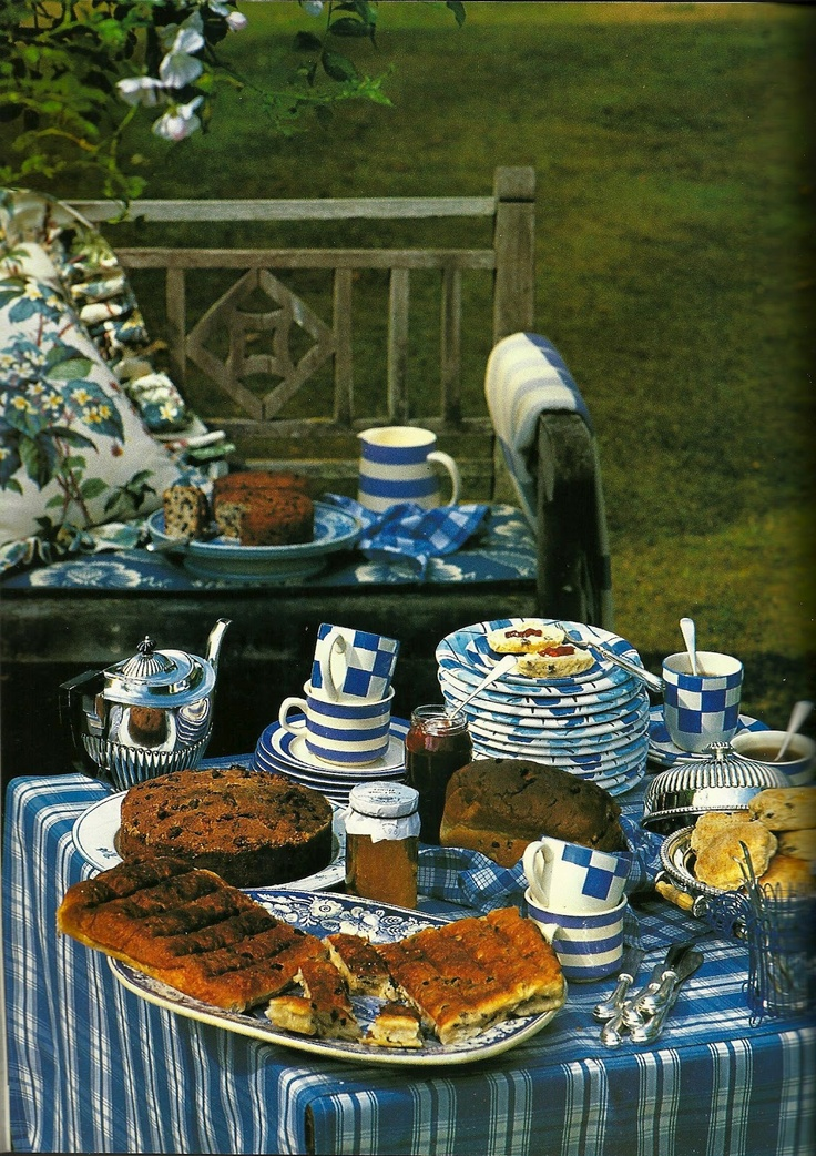 English home of Roger Banks-Pye, designer for Colefax & Fowler. Published autumn issue of Cote Ouest 1994. via Kitchens I Have Loved
