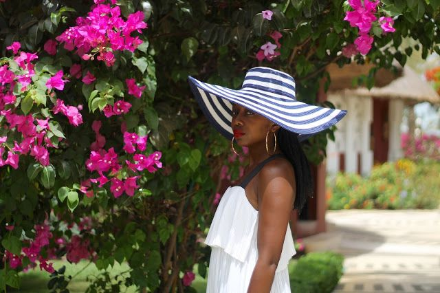 BLACKBEAUTYBAG: BLUE & WHITE CRUISE IN SALY
