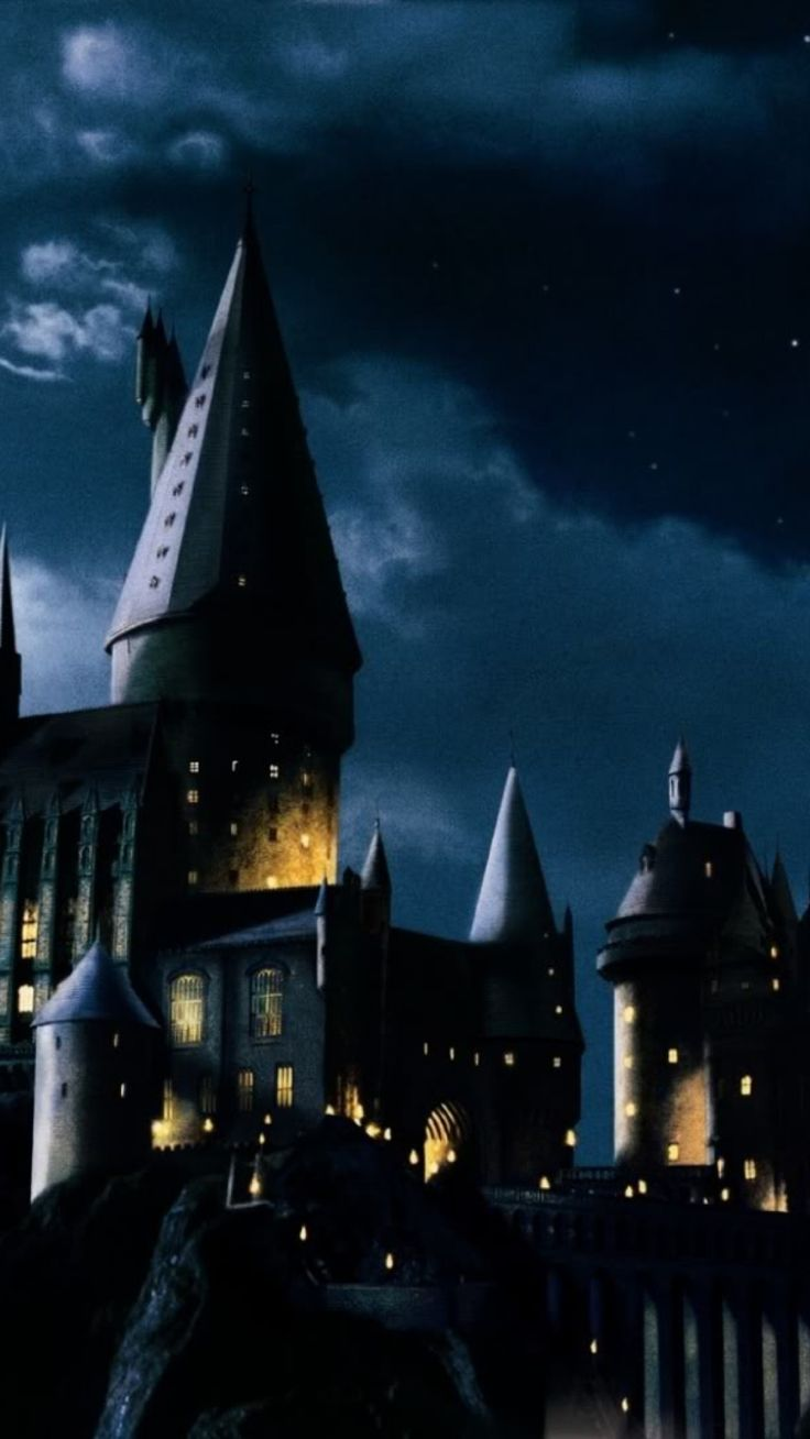 1000 images about harry potter wallpaper on pinterest - Hogwarts at night wallpaper ...
