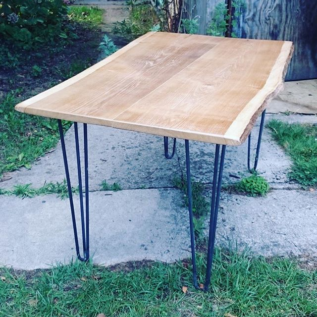 Table à manger réalisée avec nos hairpin legs ⚒. Retrouvez tous nos pieds de table sur notre site internet www.hairpinlegs.fr #piedsdetable #hairpinlegs #boisbrut #scandinavestyle #diy #table #surmesure #paysdecaux