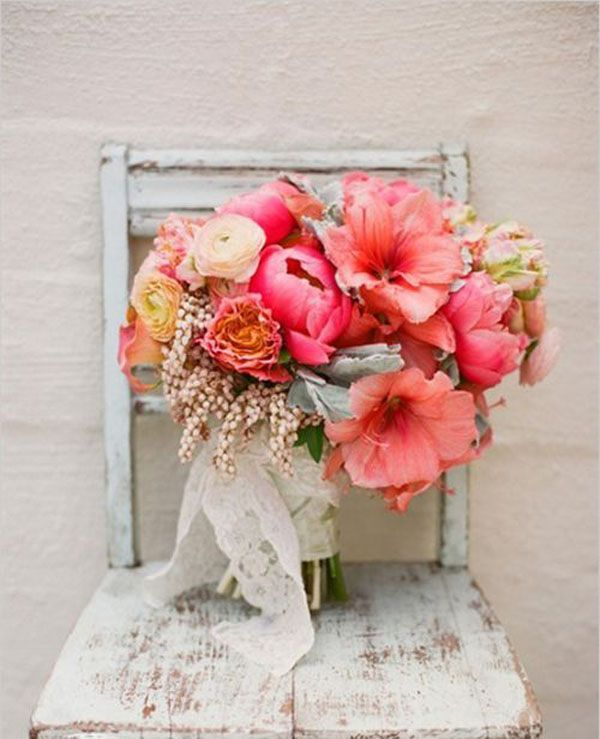amaryllis bouquet http://weddingwonderland.it/2015/11/fiori-per-un-matrimonio-autunnale.html