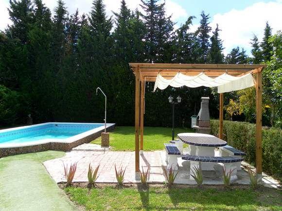 Barbate alquiler de casa de campo con piscina - Jardin con barbacoa ...