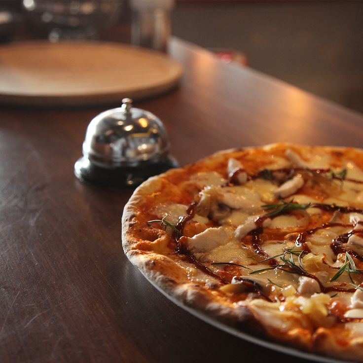 Barbekü soslu tavuklu pizza.  #KevCafe #Pizza #Kadıköy