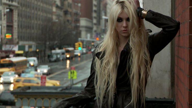 Taylor Momsen – 'Teen Vogue' Photoshoot 2010