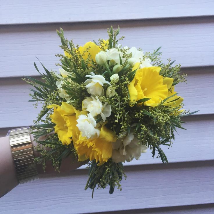 Lil baby posy #daffodils #earlicheer #jonquil #floristry #florist #weddingflowers #yellow #melbourneflorist #freelanceflorist #melbourne #posy #bouquet