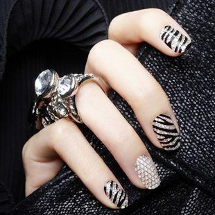 stripe nails design