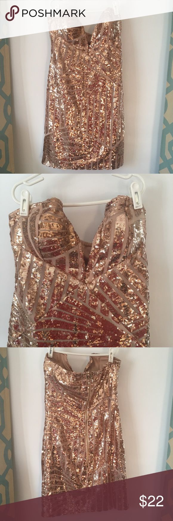 Strapless Rose Gold Sequin Dress Strapless rose gold sequin patterned dress. Wired sweetheart cut with plunging neckline. Zippered closure in back. Size medium. Worn once for New Years. No missing sequins. Dresses Mini