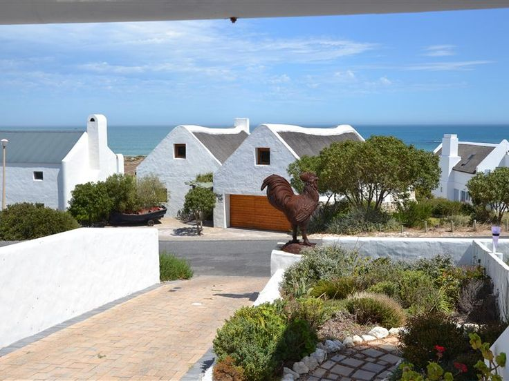 Sardyn - Sardyn offers comfortable accommodation in a ground-floor bachelor unit. The apartment is ideal for a couple seeking a private self-catering unit near the ocean.  This well-equipped unit has one bedroom ... #weekendgetaways #paternoster #southafrica