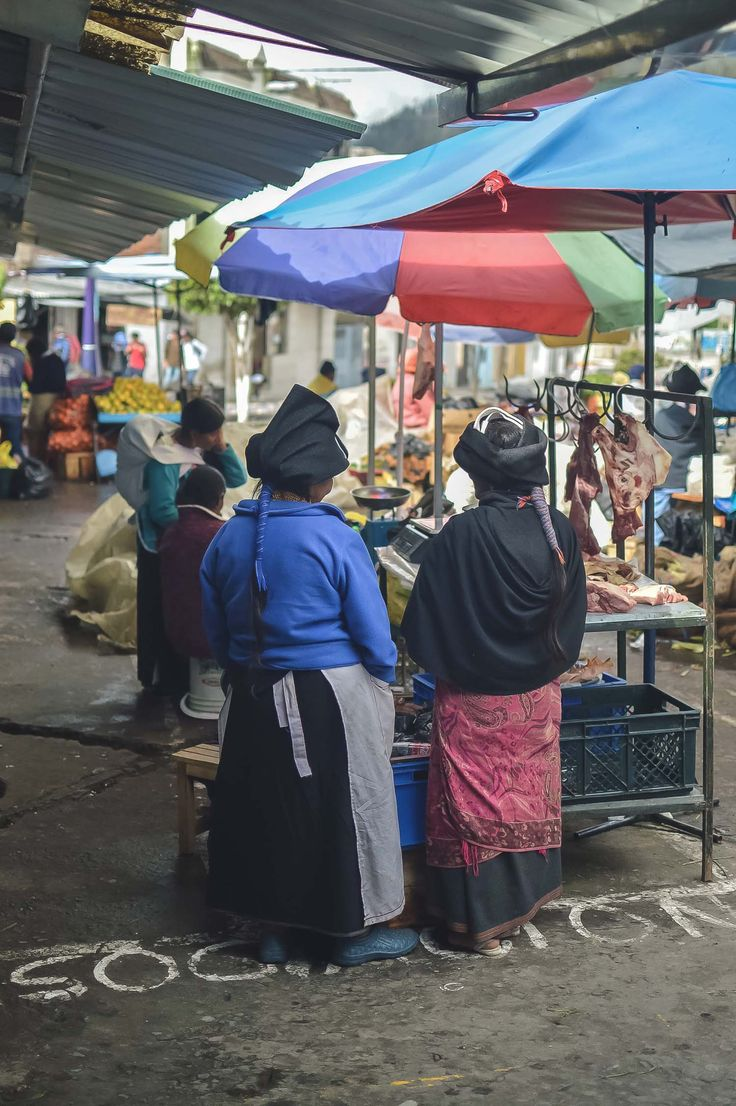 Mercado Municipio, the other market in Otavalo, Ecuador | heneedsfood.com