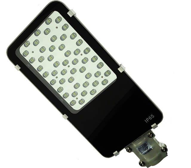 LAMPA STRADALA LED 48W MULTILED ALB RECE este recomandata pentru raportul optim calitate-pret dat de consumul redus si durata mare de viata. Puterea luminoasa este data de cele 48 de PowerLED-uri.