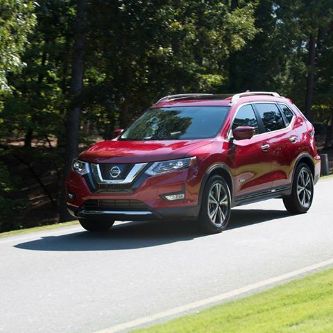 Make room for everyone on your next adventure in a new 2017 Nissan Rogue.