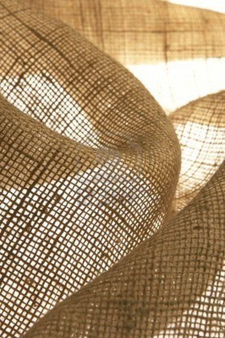 dans son enveloppe en tissu, la box créative & solidaire est livrée à toute berzingue ! http://www.mybazarisrich.com