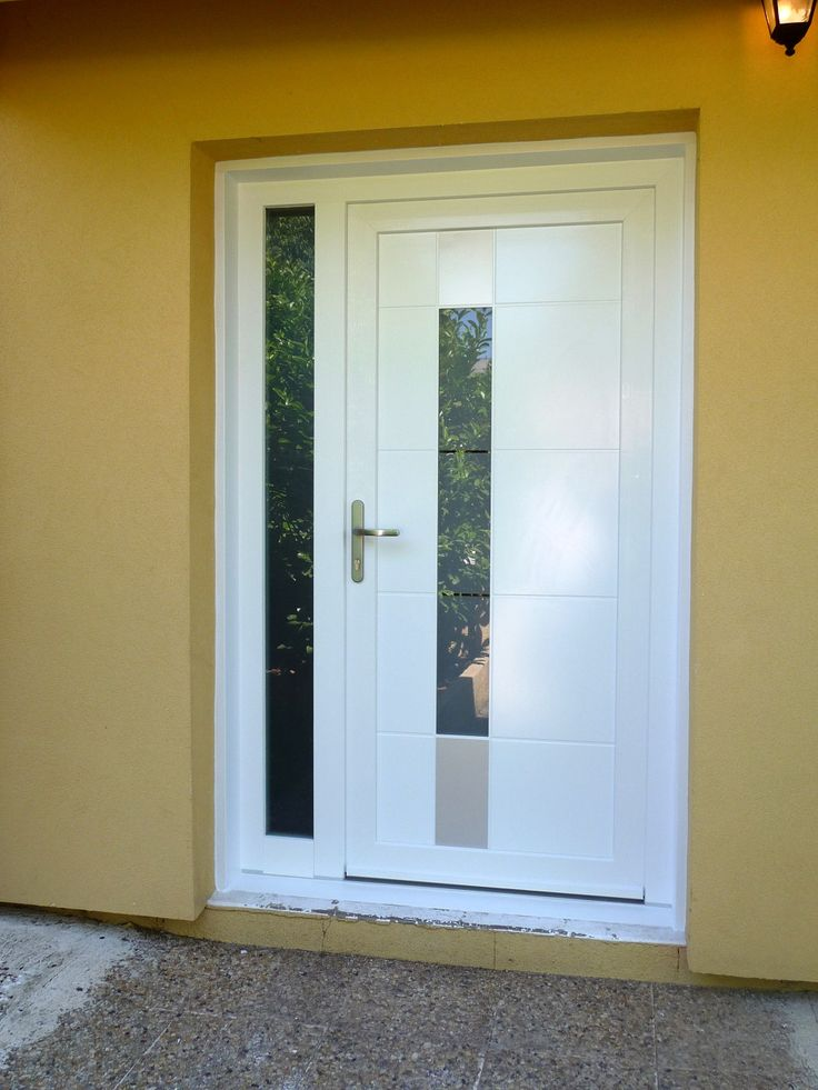 Porte d'entrée moderne et design en PVC.  #moderne #design #porte #entree #pvc #surmesure