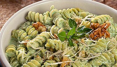 Salada de Macarrão ao Pesto Cremoso
