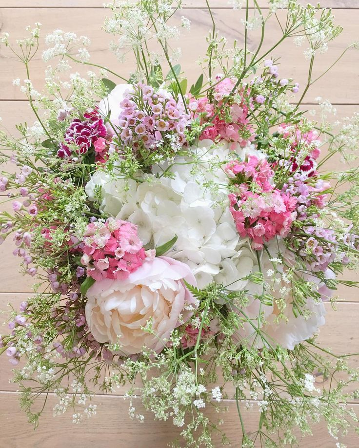 Bouquet champêtre  Merci @arnaud90210  #paris #flowerstagram