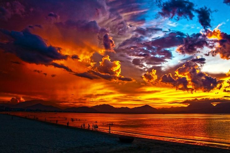 No matter where you are, you can watch the sky changing color as the sun sets. .  17 Things To Make Today So Much More Awesome - Toat