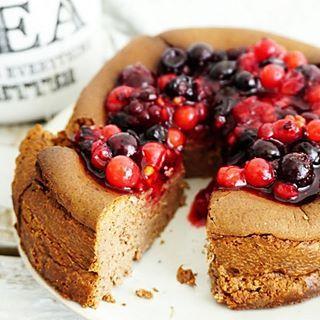 Weer een heerlijke koolhydraatarme #cheesecake gemaakt van maar 4 ingrediënten. Met de choco loco van @greengypsyspices dit keer 😍 zo lekker!! Je kunt deze bakken in zowel de airfryer als oven! Recept staat nu voor je online, link in bio 😘 #essiehealthylife - - #breakfastcake #ontbijttaart #creamcheese #suikervrij #gezondrecept #fitgirlsnl #dutchfoodie #ontbijt #fitdutchies #steviala #fitfamnl #breakfastinspo #gezondeten #healthycheesecake #gezondetaart #eiwitrijk #eattherainbow…