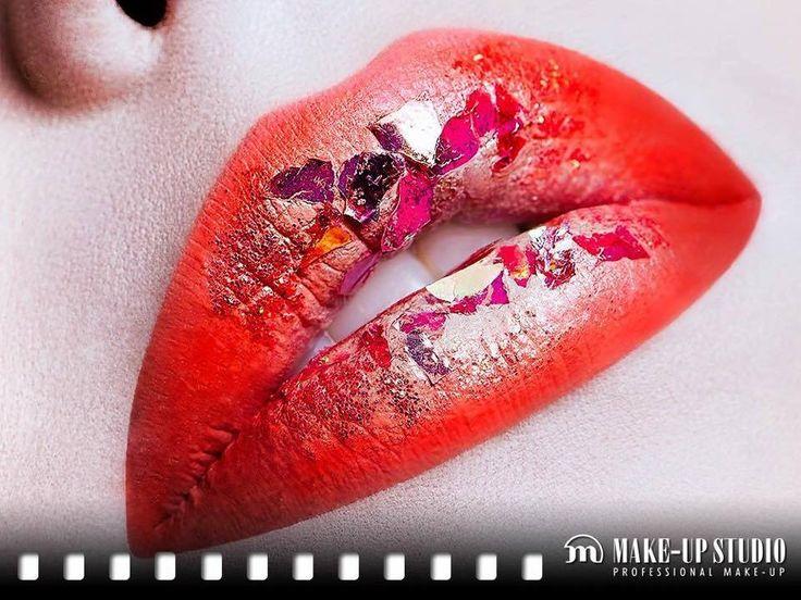 Machiaj fantezie de buze cu rosu aprins. #buzerosuaprins #buzefantezie