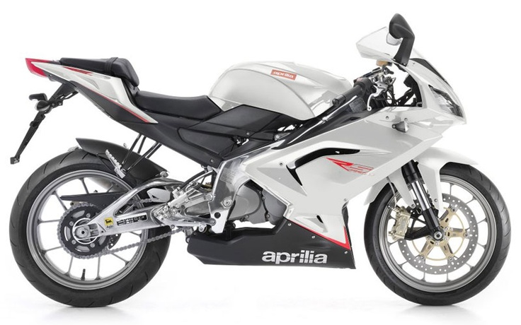 #APRILIA'S 125 CC SUPERSPORT IS ONCE AGAIN BEYOND THE REACH OF THE COMPETITION. THE LATEST RS 125 FEATURES MORE RACE-INSPIRED GRAPHICS AND IS CLOSER THAN EVER TO THE APRILIA'S GP BIKE