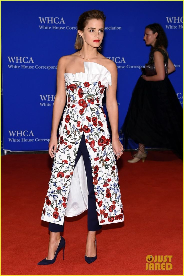 ❣️Emma Watson arrives on the red carpet at the 2016 White House Correspondents' Dinner held at the Washington Hilton on Saturday (April 30) in Washington, D.C.❣️  Crediti: Just Jared  Instagram : https://www.instagram.com/we.love.emma.watson.crush/  Passate dal nostro gruppo ; https://www.facebook.com/groups/445446642475974/  Twitter : https://twitter.com/GiacomaGs/status/907646326359445509 ?   ~EmWatson