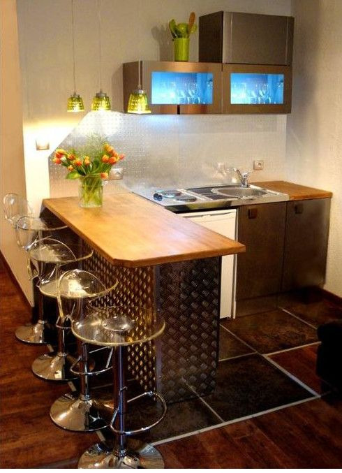1 bed Apartment in Vieux Nice - Romantic Vieux Nice apartment near beach and city. We have special rates. If you'd like to stay, send email to: ianrob222@gmail.com to request dates of availability and more. (Click and drag my email address to a ready email).