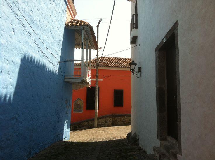 Casa roja al final del callejón